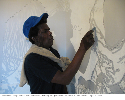 Rainbowsoulclub member Ebby Addo making a mural, photo by Saskia Janssen
