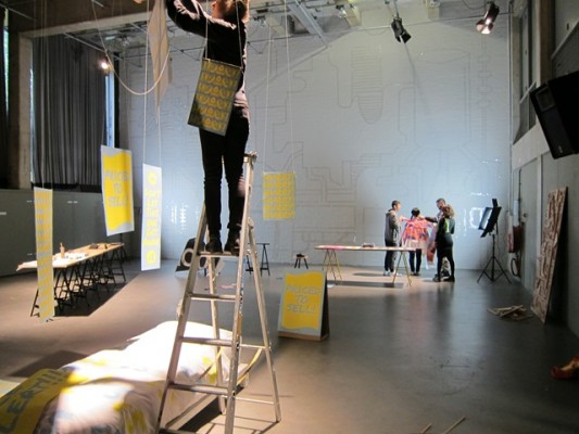 ´Veld Work´a worksop by artist Saskia Janssen, artist Uta Eisenreich and artist Elisa van Joolen at the Gerrit Rietveld Academy, 2014